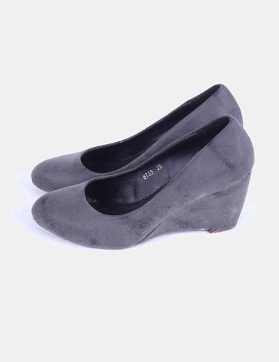 Zapato gris de cuña tacto suave Niko Amore