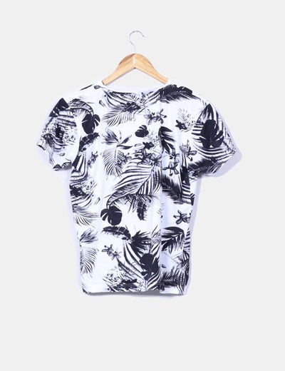 Top estampado tropical blanco y negro