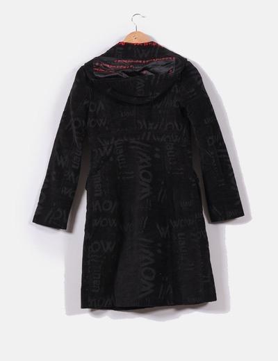 Abrigo largo negro con capucha