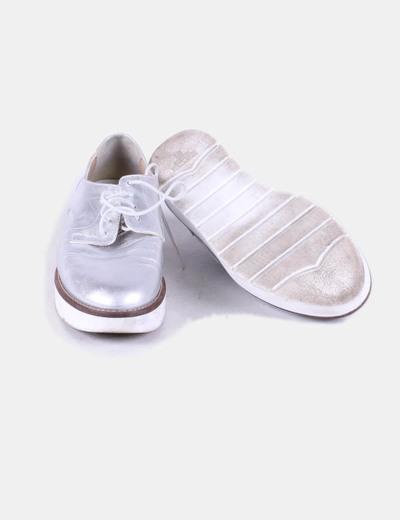 Zapato plateado con plataforma blanca