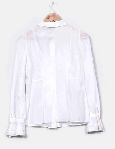 Camisa blanca con solapas baby y volantes