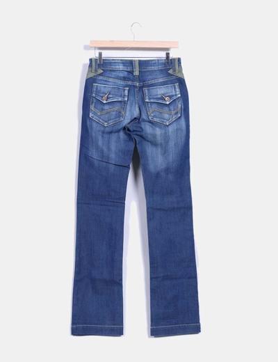 Jeans corte recto detalle bolsillos