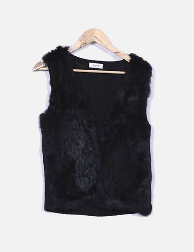 Gilet noir en tricot avec de la fourrure Fórmula Joven