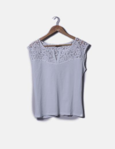 Blusa blanca con crochet