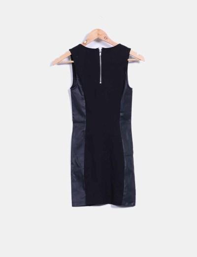 Vestido negro combinado con polipiel