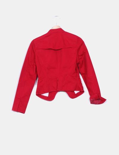 Chaqueta blazer roja detalle cuello mao