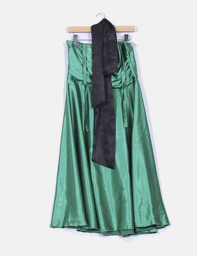 Vestido palabra de honor raso verde con fajín Ivan Moda