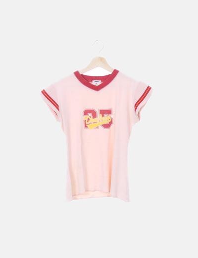 Camiseta beige print detalle ribetes rojos