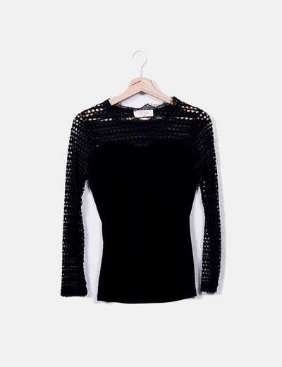 Fluid black t-shirt with lace Wiya