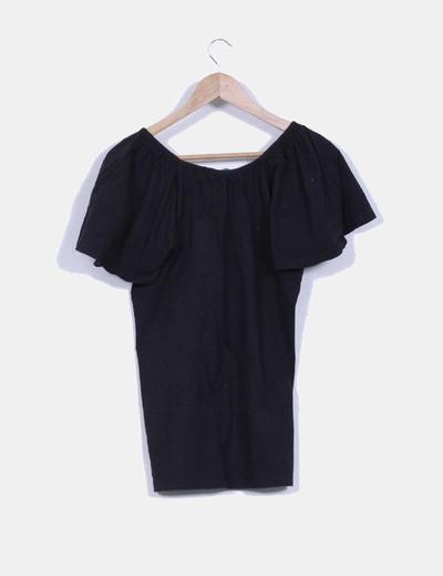 Camiseta egro con escote redondo