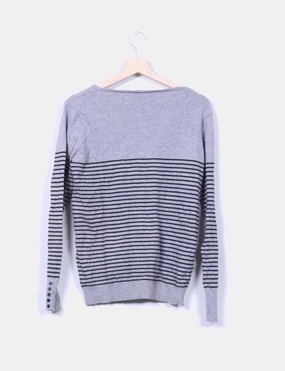 Jersey gris de rayas cuello pico