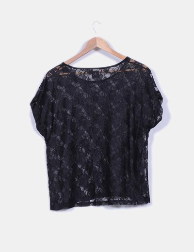 Camiseta negra de encaje