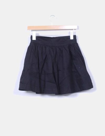 Mini falda negra con vuelto