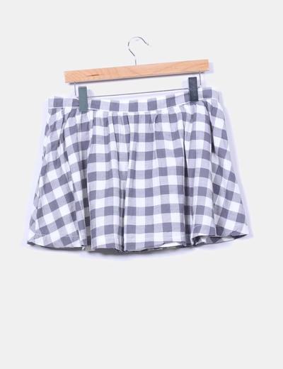 Falda mini de cuadros blanca y gris
