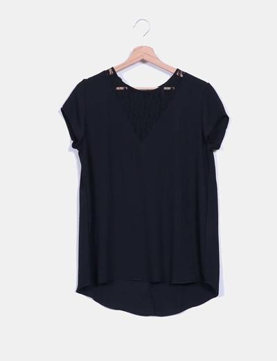 Blusa negra de gasa con encaje Shana