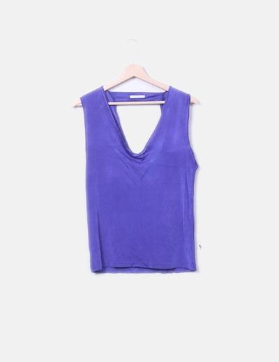 Camiseta morada escote espalda