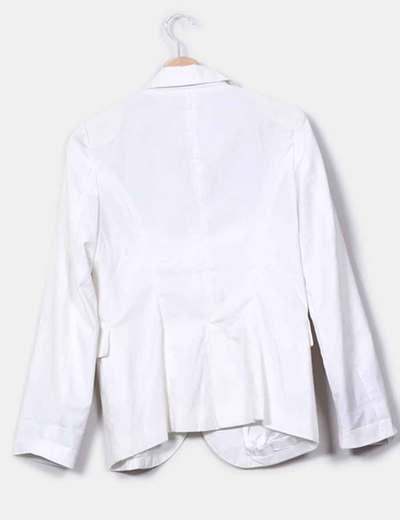 Blazer blanca con boton