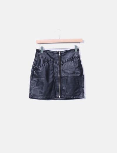 Mini falda polipiel negra cremallera H&M