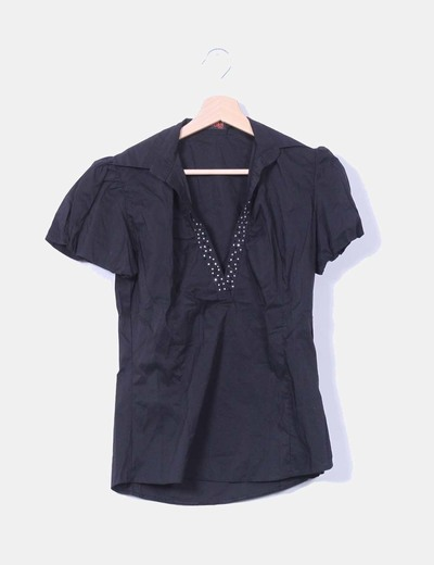 Blusa negra manga corta con strass Atenea