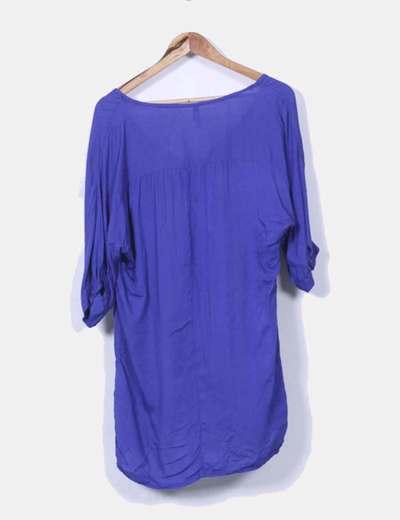 Blusa azul klein con tachas