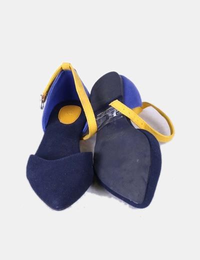 Bailarina azul marina con pulsera