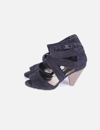 Sandalia negra de tacçon con tiras H&M