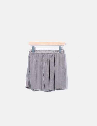 Falda gris con tachuelas