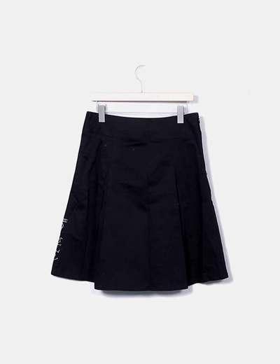 Falda midi negra con bordado