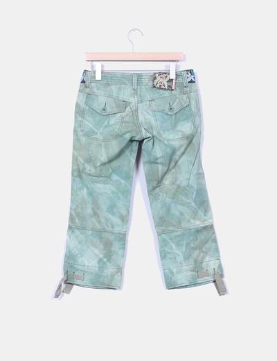 Pantalon pirata verde efecto desgastado