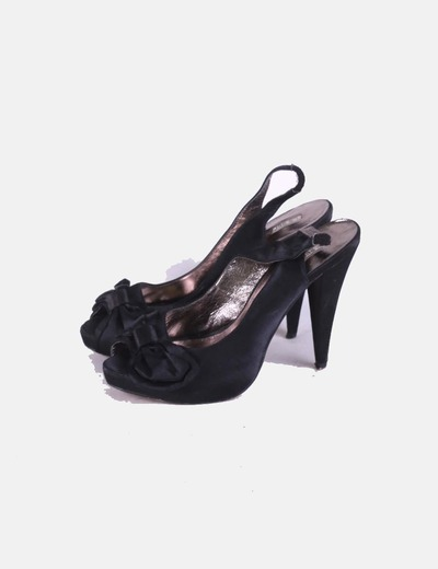 Zapatos satén negro destalonado La Strada