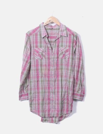Camisa marrón con cuadros rosas