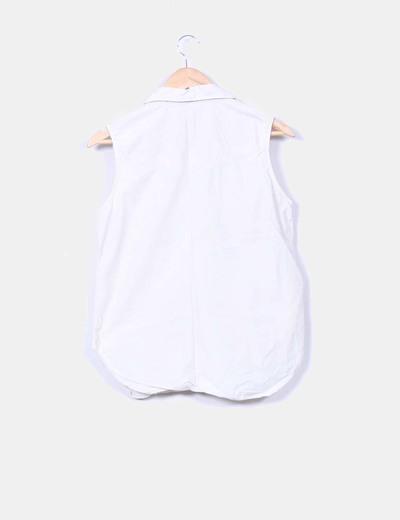 Camisa beige sin mangas
