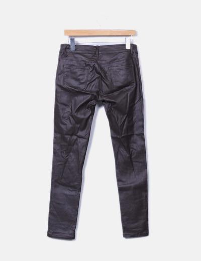 Pantalon pitillo encerado