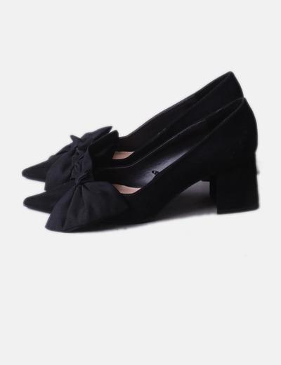 Zapato negro lazo