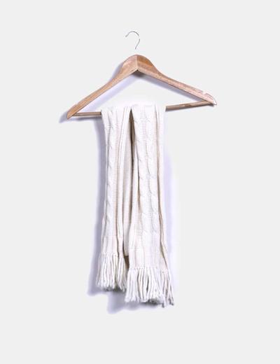 Bufanda beige de punto grueso con flecos