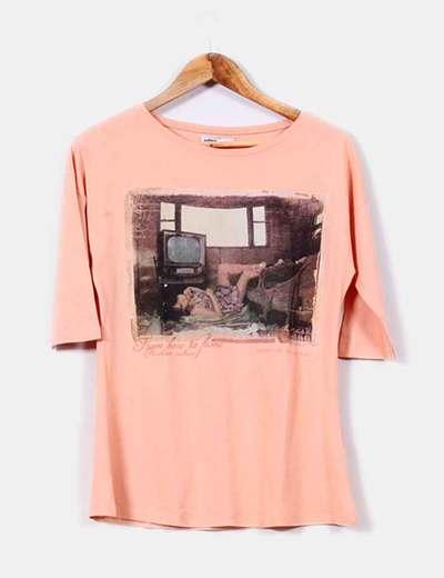 Camiseta naranja  foto chica Lefties