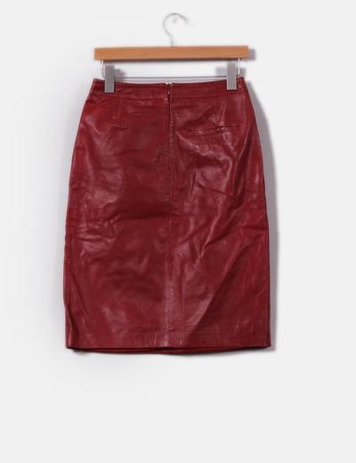 Falda midi granate de piel