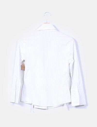 Camisa blanca de rayas