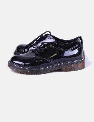 Zapato negro acharolado NoName