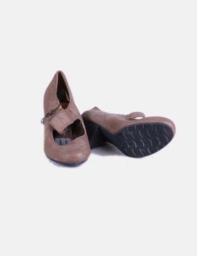 Zapato camel con abertura