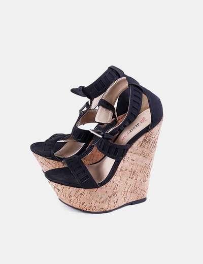 Sandalia negra de cuña JustFab