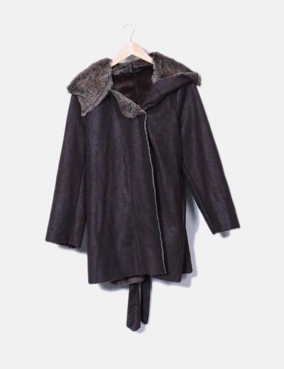 Abrigo marrón con pelo interior Cortefiel