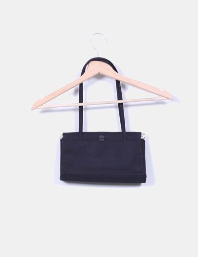Bolso negro con cierre rigido