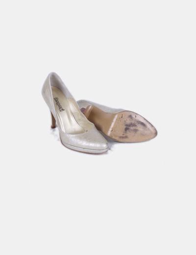 Zapato dorado texturizado