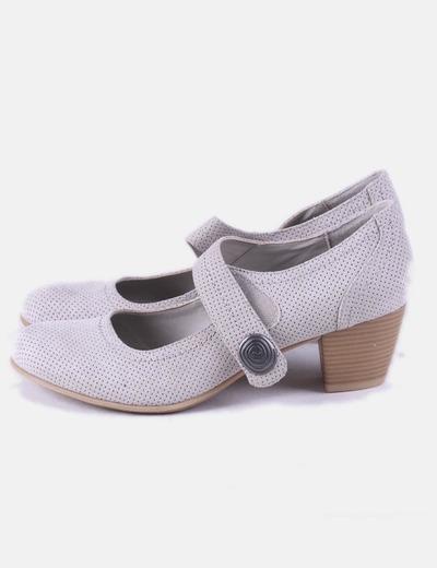 Zapato gris troquelado