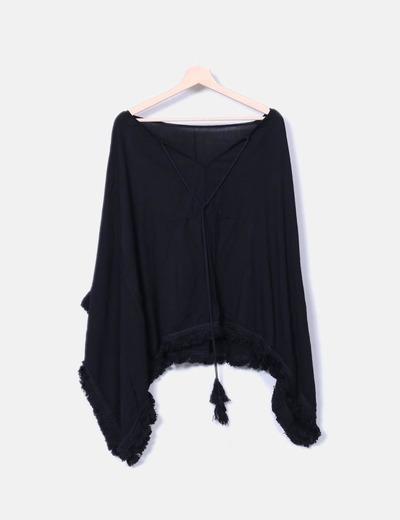 Blusón negro con flecos NoName