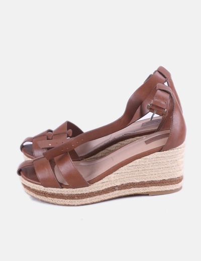 Sandalia cuña marrón Stradivarius