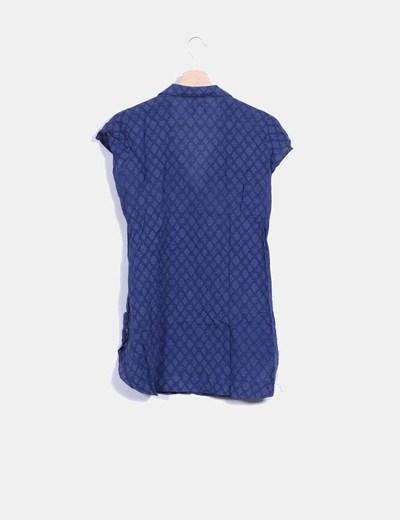 Blusa azul estampada abotonada