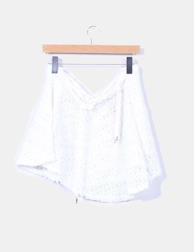 Falda blanca de rejilla playera