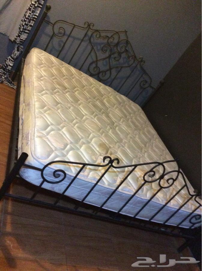 سرير للبيع في حاله جيدة